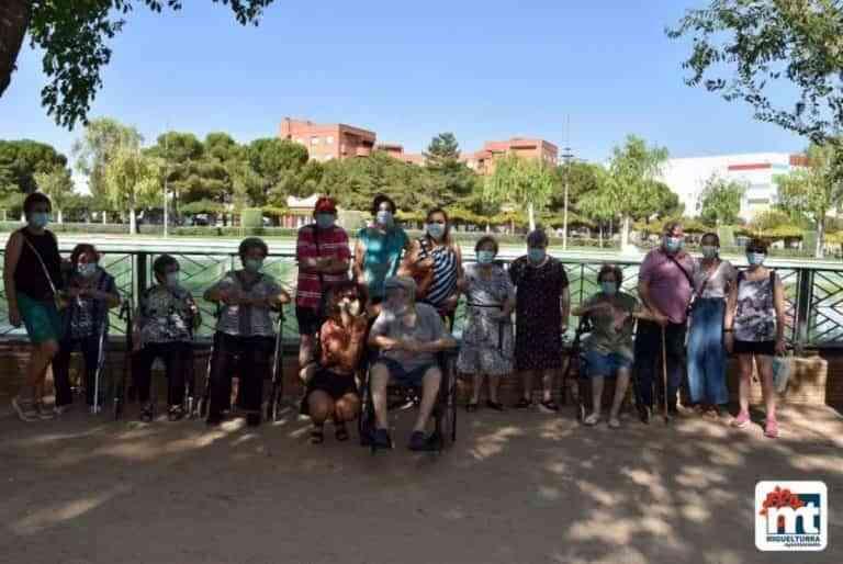 Adultos mayores del Centro de día de Miguelturra visitaron el parque El Pilar