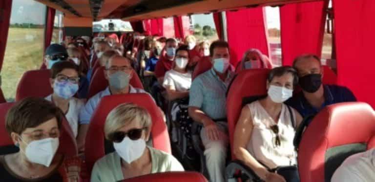 """En una excursión a Puy du Fou participaron 156 personas de """"Segunda Juventud"""" y mayores de 60 años"""