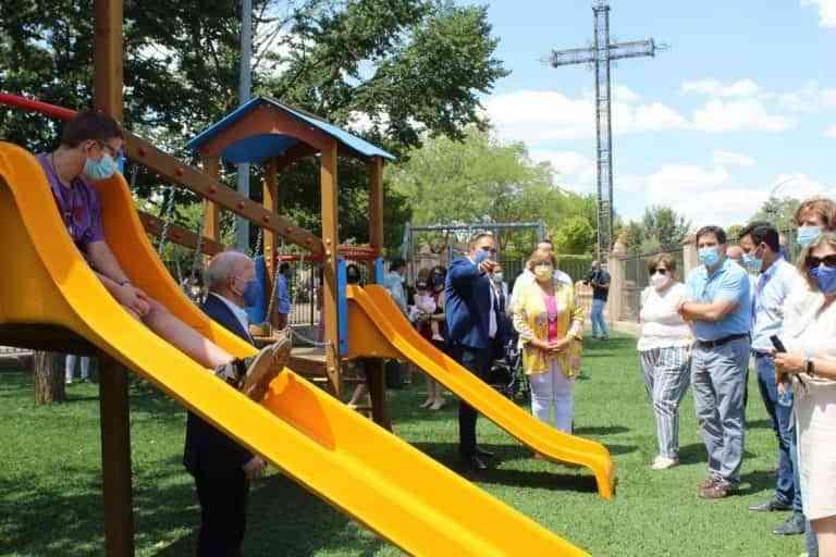 El Gobierno regional subvenciona un parque infantil adaptado en Bolaños de Calatrava