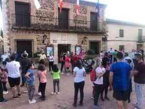 La población de Granátula de Calatrava, pueblo de origen volcánico, se vuelca con los afectados por la erupción de La Palma